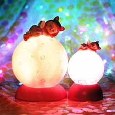 Decorate your child's room with this cute angel planet night light. Very attractive and adorable lamp. Make bedtime interesting and enjoyable for your little ones. Made of resin material.   * Size:   Big :10*10*14.5cm              Small : 6.5*6.5*10cm  * Voltage:  4.5  * Product Weight:Small Angel: 260g                                Big  Angel: 320g