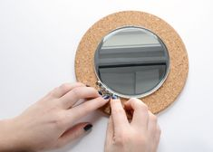 Try this IKEA mirror hack - transform an IKEA Heat Trivet into a glamorous mirror for your wall! Ikea Mirror Hack, Diy Mirror, Thumbtack Art, Ikea Cork, Diy Storage Bed, Cheap Mirrors, Quick And Easy Crafts, Hacks Diy, Diy Frame