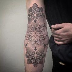Epic Geometric Tattoos By Jean-Pierre Mottin Fractal Tattoo, Dotwork Tattoo Mandala, Geometric Mandala Tattoo, Mandala Tattoo Sleeve, Geometry Tattoo, Mandala Tattoo Design, Inner Elbow Tattoos, Inner Bicep Tattoo, Arm Band Tattoo
