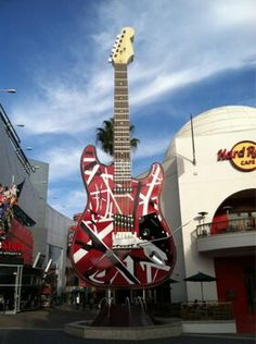 Giant Frankenstrat at the Hard Rock Cafe Pictures Of Rocks, Band Pictures, Van Hagar, Rock And Roll Fantasy, Sammy Hagar, Legendary Pictures, David Lee Roth, Eddie Van Halen, Guitar Collection