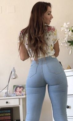 Do you like tight jeans? Then this place is for you, more then 150 girls in tight jeans, pictures from visitors, all FREE, so check them out. Sexy Jeans, Jeans Skinny, Curvy Jeans, Jean Sexy, Girls Jeans, Sexy Hot Girls, Ideias Fashion, Sexy Women, Tights