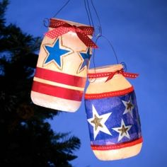 DIY - Get ready for memorial day and the of July with these pretty and patriotic starlight luminaries. 4th Of July Celebration, 4th Of July Party, Fourth Of July, Patriotic Crafts, July Crafts, Patriotic Wreath, Patriotic Party, Mason Jar Crafts, Mason Jar Diy