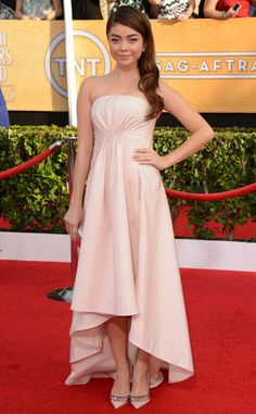 Sarah Hyland is beautiful and natural in subdued neutrals and a bold brow at the 2014 #SAGAwards: Red Carpet Arrivals | E! Online
