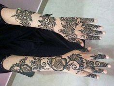 Image from http://pakistaniladies.com/wp-content/uploads/2015/01/Eid-Beautiful-Khaleeji-Henna-Mehndi-Designs-Hands-2015-UAE-Dubai-Gulf-Style-Arabic.jpg.
