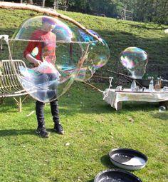 Giant soap bubbles guar gum recipe - Kids' Crafts for Diy and Crafts Diy For Kids, Cool Kids, Crafts For Kids, Gum Recipe, Hobbies For Men, Special Kids, Soap Bubbles, Party Activities, Newborn Gifts