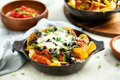 Loaded nacho's met kip Nacho Taco, Nachos, Cheddar, Meet, Favorite Recipes, Food And Drink, Cooking, Kitchen, Drinks