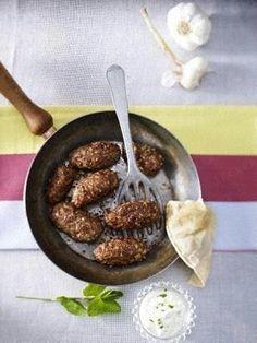 Türkische Köfte mit Minz-Joghurt-Dip