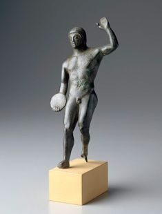 Statuette of a discus thrower (discobolos) about 480 B.C.  Greek Athletes | Museum of Fine Arts, Boston