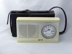 1960 Philips L0X95T62R Radios, Cb Microphone, Phone Sounds, Old School Radio, World Radio, Antique Radio, Transistor Radio, Televisions, Nostalgia