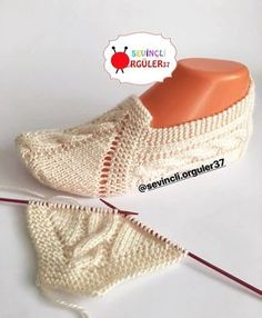 Buttoned Scarf Easy PDF Knitting Pattern Garter stitch Is not a finished product. Knitted Booties, Knitted Slippers, Diy Crafts Knitting, Knitting Projects, Knitting Socks, Free Knitting, Baby Knitting Patterns, Crochet Patterns, Crochet Bolero Pattern