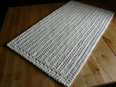 New Crochet Rug Rectangle Pattern Colour Ideas Crochet Home, Crochet Yarn, Yarn Projects, Crochet Projects, Tshirt Garn, Knitting Patterns, Crochet Patterns, Crochet T Shirts, Diy Accessoires
