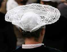 dentelle ,coiffe,coiffure,blanche,costume,folklore,breton Celtic Culture, Jolie Photo, Antique Lace, Bobbin Lace, Headgear, Traditional Outfits, Costumes, Tri Yann, Cap