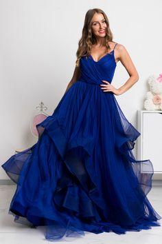 Sen každej malej dámy je stať sa princeznou a v týchto šatách si môžeš plniť svoj detský sen po celú noc. Krásne spoločenské šaty majú nadýchanú tylovú sukňu, na ktorej je vrchná vrstva asymetrická. One Shoulder, Formal Dresses, Fashion, Dresses For Formal, Moda, Formal Gowns, Fashion Styles, Formal Dress, Gowns