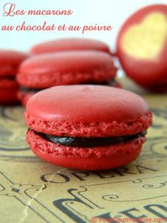 macarons chocolat poivre Vegan Ice Cream, French Pastries, Parfait, Biscuits, Buffet, Food And Drink, Cooking Recipes, Sweets, Chocolate
