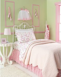 I love this, Ballerina bedroom. Dance Bedroom, Ballerina Bedroom, Dance Rooms, Girls Bedroom, Bedrooms, Bedroom Green, Green Rooms, Green Walls, My New Room