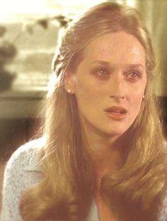 Meryl Streep  en el Francotirador (1978) trabajó con un reparto de gran calidad, incluyendo a jhon Cazele quién era su pareja en aquel momento, el no llegó a ver el estreno de esta película pues murió tiempo después de terminar el rodaje, Meryl obtuvo su primera nominación a los Oscars y el film recibió el premio a Mejor Película dando así inicio un terreno más firme para construir una carrera por medio de sus decisiones.