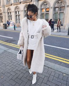 Some days i amaze myself. other days, i look for my phone while i'm holding it 🙈🙉🙊 Summer Business Casual Outfits, Everyday Casual Outfits, Winter Fashion Outfits, Fall Outfits, Women's Fashion, Fashion Vintage, Autumn Fashion, White Faux Fur Coat, Street Style Women