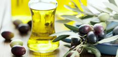 25 Proven Jojoba Oil Benefits For Skin And Hair Jojoba Oil 25 Proven Jojoba Oil Benefits For Skin And Hair Jojoba Oil Nutritious Snacks, Healthy Oils, Healthy Cleanse, Healthy Teeth, Healthy Hair, Best Oils, Living At Home, Cooking Oil, What To Cook