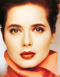 Italian actress, filmmaker, author, philanthropist and model, Isabella Rossellini (daughter to Ingrid Bergman). Isabella Rossellini, Italian Women, Italian Beauty, Timeless Beauty, Classic Beauty, Beautiful Celebrities, Beautiful People, Kevyn Aucoin, Italian Actress