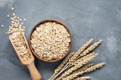 Making oatmeal from toasted oats is a great way to increase the flavor. You can also bake oats in the oven with nuts and seeds to make delicious granola. Low Sugar Recipes, High Protein Recipes, Protein Foods, Making Oatmeal, Overnight Oats, Superfood, Drainer Le Foie, Healthy Bowel Movement, Healthy Recipes