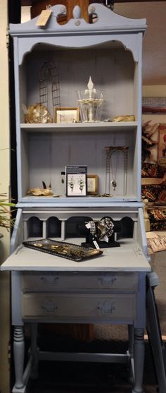 Louis blue and Paris grey Chalk Paint® by Annie Sloan was used on this cute desk.  Le Jardin in Edinboro Pa