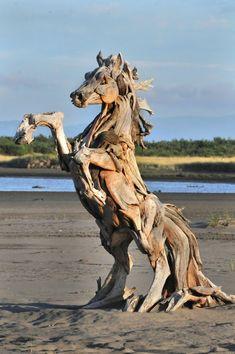 Conheça as belas esculturas de madeira de Jeffo Uitto