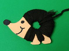 Idea for autumn: hedgehog made of cardboard and wool threads Crafts & design - Fall Crafts For Kids Handprint Butterfly, Butterfly Crafts, Handprint Christmas Tree, Insect Crafts, Wool Thread, Snowman Crafts, Christmas Crafts For Kids, Painting For Kids, Spring Crafts