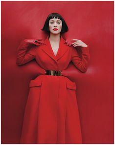 Dior haute couture Fall 2012 + Marion Cotillard by Tim Walker for W, December Foto Fashion, Red Fashion, Fashion Models, High Fashion, Womens Fashion, Street Fashion, Fetish Fashion, Latex Fashion, Steampunk Fashion