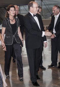 La princesa Carolina con un look total black con chaqueta de tweed de Chanel . Mayo 2013.