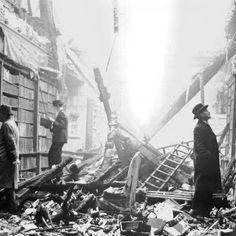 Livraria bombardeada em Londres durante a Segunda Guerra Mundial.