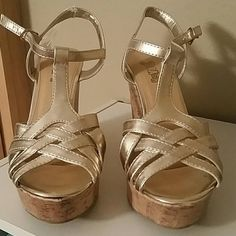 Shop Women's Trash Gold Tan size Wedges at a discounted price at Poshmark. Description: New w/tags Gold strappy wedges. Gold Wedges, Strappy Wedges, Fashion Design, Fashion Tips, Fashion Trends, Gladiator Sandals, Wedge Shoes, Tags, Womens Fashion