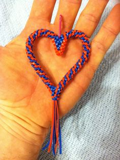 Heart boondoggle Hobbies And Crafts, Arts And Crafts, Lanyard Crafts, Plastic Lace, String Crafts, Classroom Crafts, Loom Bands, Camping Crafts, Cute Bracelets