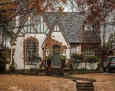 Storybook Homes, Storybook Cottage, Cozy Cottage, Cottage Homes, Tudor Cottage, English Cottage Exterior, Tudor House Exterior, English Tudor Homes, English Cottage Style