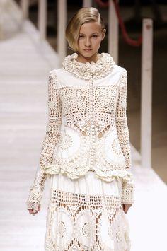 Kenzo at Paris Fashion Week Spring 2006 - Runway Photos Couture Fashion, Boho Fashion, Paris Fashion, Fashion Design, Crochet Blouse, Crochet Lace, Mode Crochet, Knitwear Fashion, Linens And Lace