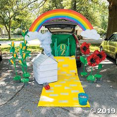 This tutorial for a Wizard of Oz Trunk or Treat Idea is sure to leave your trunk or treaters thinking that they are truly somewhere over the rainbow. Fill your trunk with an assortment of DIY Wizard of Oz Trunk or Treat Decorations that will make you Trunk Or Treat, Fall Halloween, Halloween Party, Halloween Costumes, Green Tablecloth, Fashion Kids, Gold Foil Print, Diy Wedding Projects, Elf