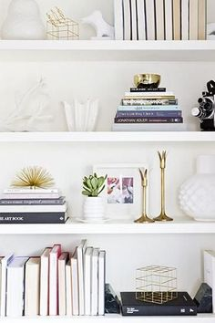 30 Home Decor Ideas from Pinterest: Pretty Bookshelf Styling