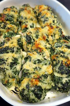 Blancs de poulet au chèvre et aux épinards Chicken breast with goat cheese and spinach - bread on the board . or feed your tribe Healthy Low Carb Recipes, Healthy Meals For Kids, Healthy Dessert Recipes, Healthy Chicken Recipes, Healthy Cooking, Meat Recipes, Easy Meals, Spinach Bread, Diner Recipes