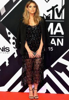 Look de Ashley Benson no red carpet do EMA 2015
