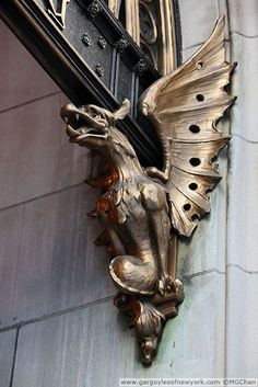 Metallic Sculpture : Gargoyles of New York - Dear Art Dragon Statue, Dragon Art, Gothic Gargoyles, Dragons, Ange Demon, Green Man, Magical Creatures, Art And Architecture, Les Oeuvres