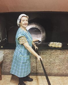"""Desde 1562 el """"Horno de Raval"""" elabora panes y pasteles cada día. Su horno mide 45 metro de largo y 375 de ancho. Ahora al frente del negocio Tere. #gastronomia #food"""