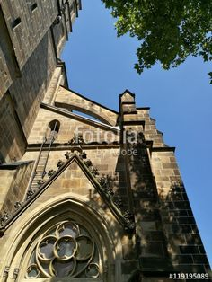 Die katholische Pfarrkirche Herz-Jesu vor blauem Himmel im Bistum Münster in Westfalen im Münsterland