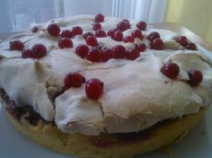 Frothy red currant cake
