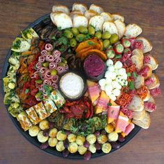 Antipasto platter ideas for Christmas Tapas Recipes, Appetizer Recipes, Cooking Recipes, Tapas Food, Prociutto Appetizers, Appetisers, Charcuterie Platter, Antipasto Platter, Finger Food Appetizers