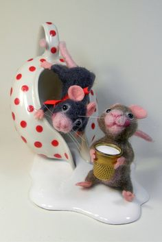 Mouse and mouse! Felted works by Antonella Pastorelli. DHG wool of course…