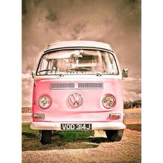 Rose Toujours / Pretty in pink! beautiful VW kombi i'd love a volkswagen combi van in my life Volkswagen Bus, Volkswagen Transporter, Vw Kombi Van, Vans Vw, Vw Camper Vans, Wolkswagen Van, Combi Ww, Vw Vintage, Vintage Carnival