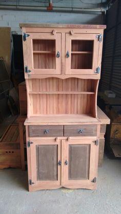 Arca em peroba rosa e imbuia Diy Pallet Furniture, Woodworking Furniture, Furniture Projects, Rustic Furniture, Furniture Design, Money Making Wood Projects, Barn Wood Projects, Wooden Decor, Wooden Diy