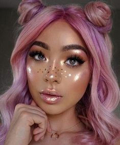 glowy makeup look with star freckles - Make Up 2019 Rave Makeup, Star Makeup, Glowy Makeup, Beauty Makeup, Pink Highlighter Makeup, Glitter Face Makeup, Contour Makeup, Hair Beauty, Maquillage Halloween