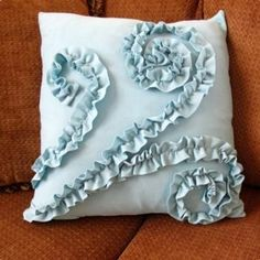 How to Make a Ruffled Pillow from a T-shirt {tutorial}