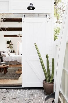 Looking for some beach house decorating ideas? This holiday home in Byron Bay is a lesson in classic coastal style, illustrating how to create a holiday feel at home. You are in the right place about Byron Bay Beach, Beach Cottage Style, Beach Cottage Decor, Coastal Style, Cottage Ideas, Cottage Chic, Coastal Decor, Best Boutique Hotels, Beach Shack