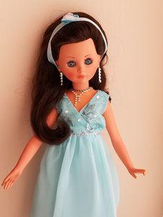 Corinne wishes you Happy Holidays. Vintage Italian, Jenni, Vintage Dolls, Doll Toys, Beautiful, Disney Princess, Collection, Beautiful Dolls, Dolls Dolls